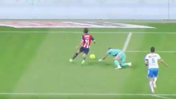 Puebla Keeper's Blooper In Goal Versus Chivas