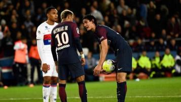 Neymar and Edinson Cavani fight