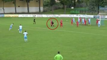 Goalkeeper in the wall on free kick