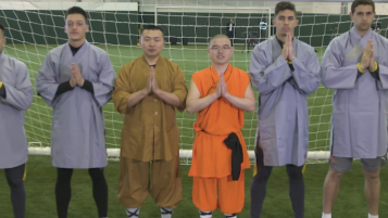 Alexis Sanchez and Mesut Ozil try Kung Fu