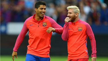 Suarez and Messi Combine To Score A Stunner Against Leicester City