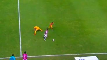 Andres Andrade Gets A Man Sent Off For Violent Conduct After Violently Dribbling Him