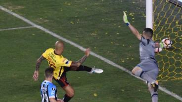 Gremio Keeper Pulls Off Finest, Most Important Save You'll Ever See In Copa Libertadores Semis