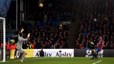 35-Year-Old Jermain Defoe Scores The Goal Of A True Master