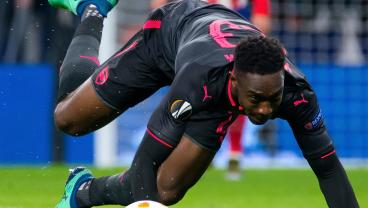 Danny Welbeck Hits One So Poorly That He Almost Snaps His Own Foot In Half