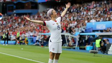 Megan Rapinoe Gets USWNT Off To Amazing Start With Clever Free Kick