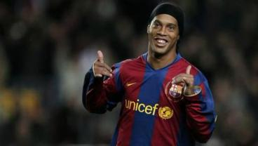 Ronaldinho, Chicharito Support Cuauhtemoc Blanco for Mayor