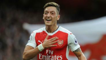 What Exactly Does Mesut Ozil Do?