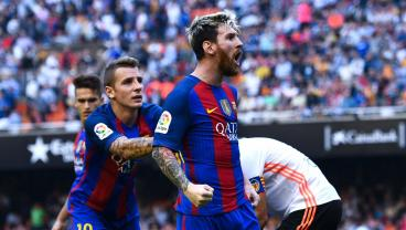 Watch How Messi Reacts After Valencia Fans Hit Neymar With A Bottle