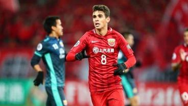 Oscar's Dribbling Destroys A Linesman In His Shanghai SIPG Competitive Debut