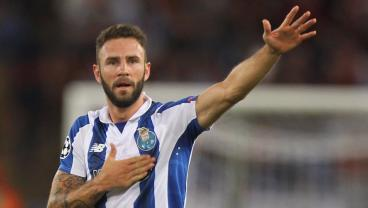 Watch Miguel Layun's Nasty Free Kick Goal For Porto