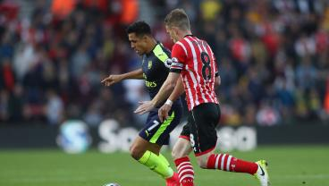 Alexis Sanchez Gives Arsenal Breakthrough
