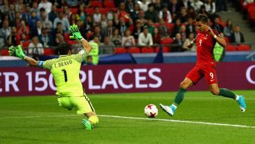 Claudio Bravo Heroics Send Chile Into The Confederations Cup Final