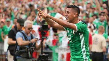 Mexico Win 3-1, Salvadoran Gets Magic Spray On Naked Butt Cheek In Front Of 50,000