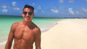 Everyone Would Swipe Right On This Alexis Sanchez Tinder Profile
