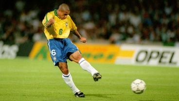 Here's What Happens When You Stand In Front Of A Roberto Carlos Free Kick