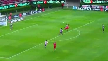Amaury Escoto Blasts 18-Yard Overhead Kick To Silence Estadio Chivas