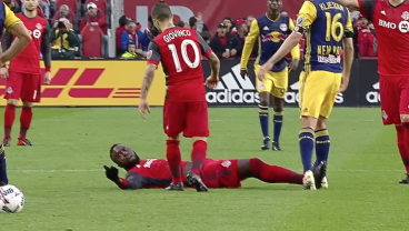 Jozy Altidore Reenacts USMNT Failure With Embarrassing Flop And Gets Sent Off