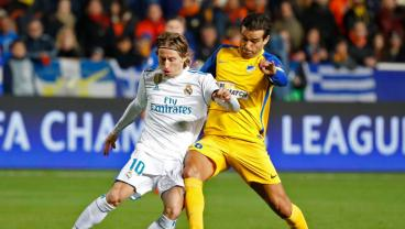 Luka Modric Pounces As APOEL Goofily Illustrates How Not To Clear A Ball