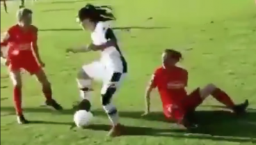 Gladbach U17 Girls Player Could Negotiate Peace In The Middle East With Skills Like This
