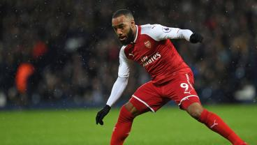 Twitter Not Sold On Arsenal's Cozy Kit Choice