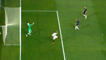 These Two World-Class David De Gea Saves Prove He's Really All You Need