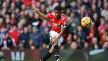 Man U Beats Liverpool Despite No Possession, Impossible Own Goal
