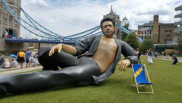 This 25-Foot Jeff Goldblum Statue Is Proof Arsenal Will Win The Premier League This Season