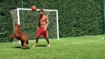 Lionel Messi Pulls Rare Decuple Sombrero On His Giant Mastiff