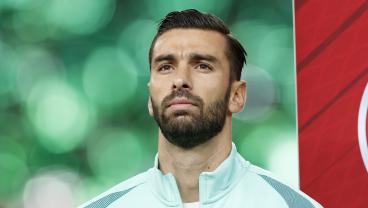 New Signee Rui Patricio Honors Former Wolves Keeper Who Fought Leukemia, Opts For No. 11 Jersey