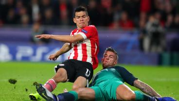 Hirving Lozano Punishes Poor Play From Spurs With Looping Goal