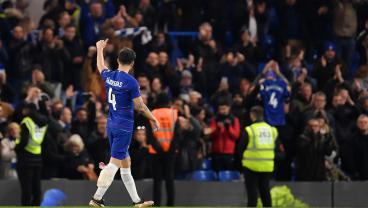 Cesc Fàbregas Receives Emotional Sendoff From Stamford Bridge