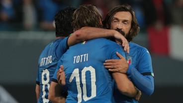 Francesco Totti Dominates Italy Vs. Germany Legends Match