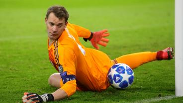 Manuel Neuer's Two Outrageous Saves Highlight Bayern's German Cup Triumph