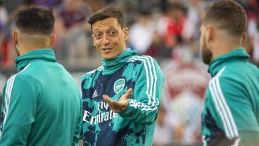 Mesut Özil Destroys Tottenham Fan On Twitter