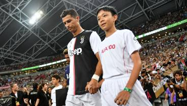 Fans In Asia Attempt To Get Close To Ronaldo With Wildly Differing Results