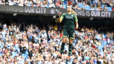 Record-Setting Attendance Of Over 31,000 Watches First-Ever WSL Manchester Derby
