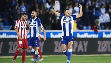 Lucas Pérez Goes Full Arjen Robben To Hand LaLiga Control To Barcelona