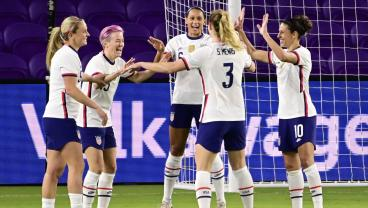 Samantha Mewis' Hat-Trick Carries USWNT Past Colombia