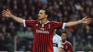 Zlatan Ibrahimović Officially Unveiled At AC Milan With New Jersey Number