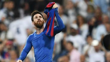 OTD In 2017: Lionel Messi Brings Down The Bernabéu With 2 Goals, 1 Shirt