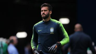Liverpool Smashes World-Record GK Transfer Fee To Sign Alisson From Roma