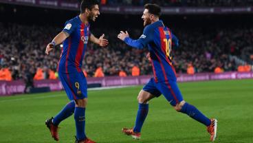 Messi And Suarez Play Keepy Uppy To 56 Meters