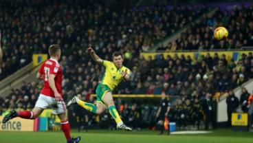 Norwich City's Jonny Howson Score An Amazing Volley From 25-Yards Out