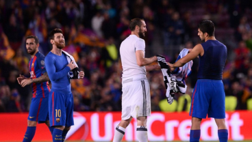 Bonucci and Cheillini fight over Messi Jersey