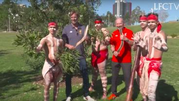 Jürgen Klopp Spends Time with Locals in Sydney