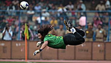 On This Day 22 Years Ago, Rene Higuita Performed The Greatest Goalkeeper Trick In Soccer History