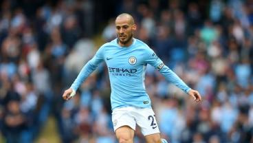 David Silva Takes Gentle Little Stroll With The Ball Against Arsenal