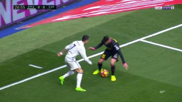 Cristiano Ronaldo Ends This Defenders Career With Incredible Elastico Nutmeg.