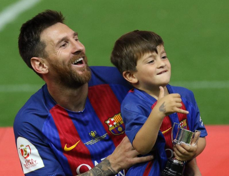 lionel messi with Thiago Messi Mateo Messi Family Copa Del Rey Lionel Antonella Roccuzzo Partner Wife on Barcelona Star Ivan Rakitic Not Moving Manchester United Claims Agent besides Baby Girl Shower Clipart 526 in addition Cristiano Ronaldo Vs Lionel Messi 2016 Wallpaper further Thiago Messi Mateo Messi Family Copa Del Rey Lionel Antonella Roccuzzo Partner Wife as well Report No More Droughts As Met Dept To Stop Using The Term From This Year 2163366.